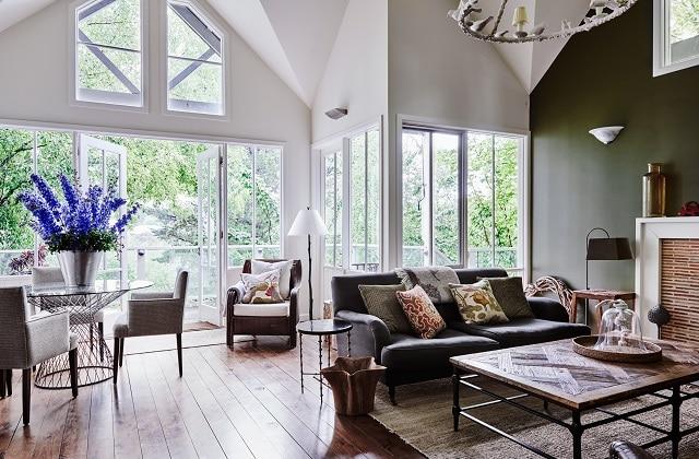 The-Atrium-Villa-living-room lakehouse